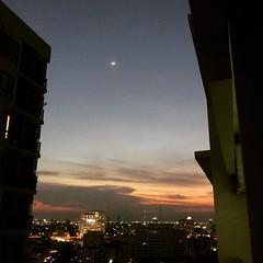 Nice sunset #sunset #bangkok #thailand #sunset #moon #goldenhour (bbotark) Tags: square squareformat ludwig iphoneography instagramapp uploaded:by=instagram