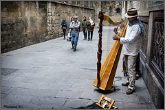 Arpa (rossendgricasas) Tags: people street catalonia barcelona musician photography musico arpa msic harp