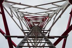 Interior de torre ( ) Tags: blanco rojo torre telecomunicaciones estructura perpectiva fierros