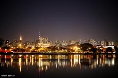 Parque Ibirapuera (Rafael Dolinski) Tags: parque water brasil night canon 50mm br monumento sopaulo s ibirapuera rafael 6d bandeiras dolinski