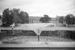 Kaunas, 32 (Vygintas R.) Tags: street city bw film water fountain bokeh september 35mmfilm lithuania 2010 kaunas ilfordfp4plus125 lietuva iso125 bessar2a nikoncoolscan5000 juosta leicasummicron35mmf20iv cron35 0041n10
