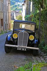 178 - Eymoutiers (87) - Renault monaquatre (Lumire-du-matin) Tags: renault oldcar frenchcar monaquatre renaulltmonaquatre