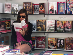 Leer es Sexy (Agus MC) Tags: sexy read leer feriadellibro madrid retiro retirospark parquedelretiro libros books libro chica girl feria caseta