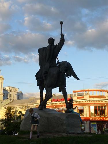 Child plays by statue of Petro  Sahaydachniy, Kiev