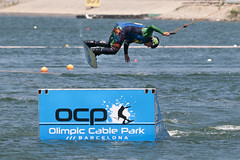 CFR1586 (Carlos F1) Tags: nikon d300 ocp canal olimpic castelldefels cable park sport deporte extremo xtreme water agua wakeboard tabla kneeboard rider feew wakeskate jump salto olimpiccablepark nosvemosenelagua fise transport transporte ro river channel boardsports surfing action sports barcelona spain surf wakeboarding kneeboarding