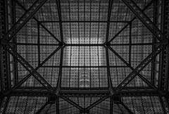 Frank's Roof... (JH Images.co.uk) Tags: chicago lookingup bw blackandwhite franklloydwright frank lloyd wright inside interia skylight lobby architecture beams skyscraper dri symmetry symmetric