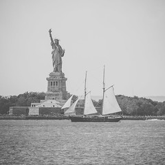 IMG_6693 (photo.bymau) Tags: new city nyc urban usa newyork statue brooklyn america canon landscape liberty united libert 7d states unis etats amerique bymau