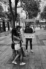 image (Luis Iturmendi) Tags: madrid street people blackandwhite bw game blancoynegro monochrome monocromo calle flirt streetphotography mad juego choose ligar