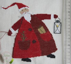 Weihnachtsmann mit Laterne und Geschenkesack (StickenMitStil) Tags: sticken mit stil kreuzstich handgearbeitet weihnachten weihnachtsmann advent geschenk