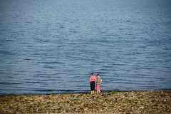 A couple on Criccieth Beach (40019 Caronia) Tags: beach couple published candid