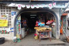 convenience store entrance (the foreign photographer - ) Tags: balloons thailand store bangkok entrance convenience khlong bangkhen thanon