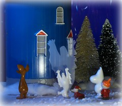 """""""This is quite paranormal! Sniff got scared and Sorry-Oo didn't at all!"""" (Hannhell) Tags: christmas winter ghost moomin muumi moomintroll tovejansson sniff adventcalendar littlemy moominhouse 2013 nipsu pikkumyy kummitus muumipeikko sorryoo"""