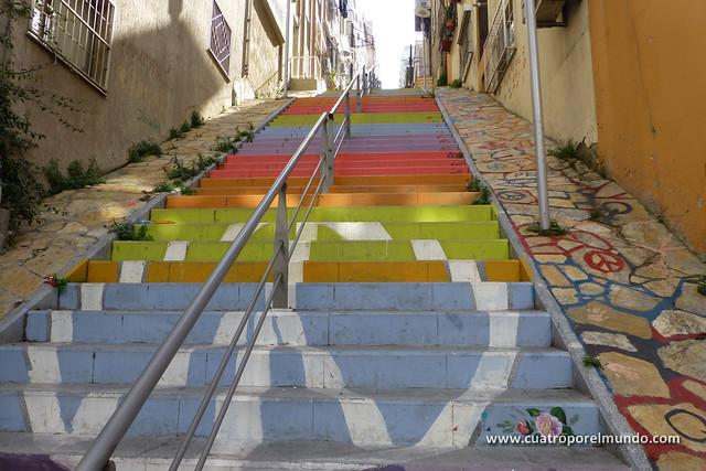 Escaleras en el barrio de Asansor
