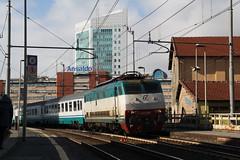 Un po' di movimento a Sampierdarena...3 (Maurizio Zanella) Tags: italia trains genova railways fs trenitalia ferrovia sampierdarena teni ic745 e444r089