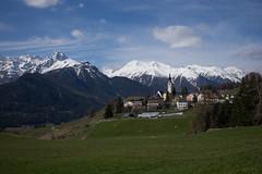 Bainvgnts a Ftan (GR) (Toni_V) Tags: mountains alps landscape schweiz switzerland europe suisse hiking rangefinder mp alpen svizzera engadin frhling bergdorf wanderung randonne 2016 graubnden grisons svizra escursione ftan summiluxm leicam unterengadin grischun 35mmf14asph engiadinabassa 35lux messsucher 160430 35mmf14asphfle typ240 toniv scuolftanguardalavin m2404480 bainvgnts