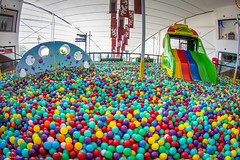 Ball Pool (Explore) (Vinicius_Ldna) Tags: brazil pool canon ball fisheye explore 8mm londrina samyang 0632 explored rokinon boulevardlondrinashopping exploremay22201654