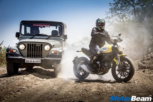 Ducati-Scrambler-vs-Mahindra-Thar-19