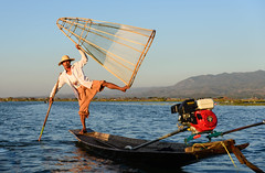 Inle Lake, Myanmar - Local Fisherman (GlobeTrotter 2000) Tags: asia birmanie burma house inle inthein kalaw lake nyaung nyaungshwe shwe boat fisherman fishermen heho market myanmar tourism traditional travel visit water