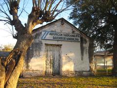 Rancho en Magdalena (leograttoni) Tags: buenosaires edificio hut campo antiguo magdalena rancho gaucho airelibre