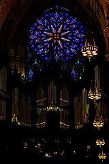 5th Ave - Point of light (LUAL audiovisual) Tags: nuevayork newyork amrica northamerica norteamrica catedral cathedral gtico god 5thave catedraldesanpatricio religin religion fe luces lights rockefellercenter charlesconnick rosetn rosewindow manhattan city rgano organ tubes stpatrick