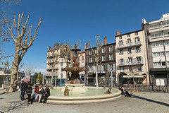 Place Delille - Clermont-Ferrand (France) (Meteorry) Tags: trees people france fountain square europe afternoon place arbres april fontaine aprsmidi auvergne clermont puydedme clermontferrand 2016 meteorry placedelille auvergnerhnealpes fontainedelille
