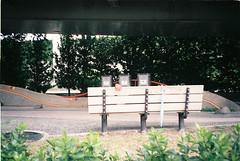Hand (onbalcony) Tags: film bench hand iso400  fuji400 fujifilmxtra400  canonas1 canonautoboyd5