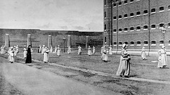 Mothers walking with their children in the exercise yard of Wormwood Scrubs prison in London, 1890 [976x549] #HistoryPorn #history #retro http://ift.tt/28ILNSQ (Histolines) Tags: london history yard walking children with exercise retro mothers prison timeline their 1890 scrubs wormwood vinatage historyporn 976x549 histolines httpifttt28ilnsq
