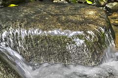 Mini cascade de granite (Val Che) Tags: color colour water rio river waterfall agua costarica eau rivire cascade puntarenas hdr couleur catarata centralamerica ojochal americacentral cacada amriquecentrale hdrcolor hdrcolour hdrcouleur