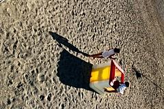 I gelati (meghimeg) Tags: 2014 pietraligure spiaggia beach bimbe girls giochi playing gelati icecreams sabbia sand sole sun ombra shadow