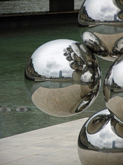 Kapoor in Bilbao (Diorama Sky) Tags: sculpture espaa reflection art metal museum architecture ball mirror spain steel bilbao sphere guggenheim artmuseum frankgehry anishkapoor guggenheimmuseumbilbao dioramasky