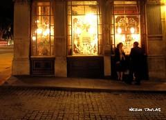 Pub Lights (Nezih Tavlas) Tags: street uk england people urban london photography photo candid streetphotography photojournalism documentary londra ingiltere nezihtavlas