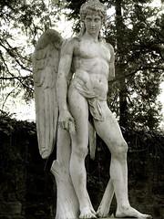 IMG_2513 Main Cemetery Frankfurt, Germany (Brigitte W) Tags: friedhof relief mausoleum engel frankfurtammain skulpturen gruft kolonnade neuesportal