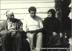 Una sesión de trabajo con la sra. Andrea Mansilla (90) y el sr. Aurelio Rivera (80), cultores de la música y danzas tradicionales del Archipiélago de Chiloé. Isla de Llingua, Achao, X Región, sábado 11 de febrero de 1978.