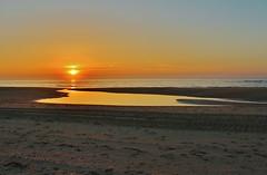 Ondergaande zon bij Texel. (Romar Keijser) Tags: strand nederland noordzee 15 zee zon texel maart kust paal ondergang texelse texels