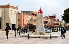 Tinghir, het Monument van de koning, Marokko maart 2014 (wally nelemans) Tags: monument morocco maroc marokko tinghir 2014 tinerhir kingsmonument koningsmonument