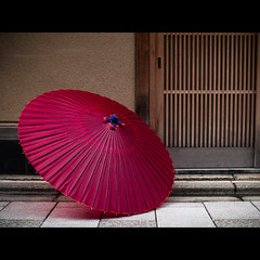 (Masahiro Makino) Tags: japan photoshop kyoto f14 sigma olympus adobe   lightroom 30mm e500 japaneseumbrella  20080114142614e500ls640p