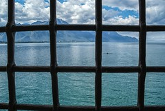 Lago Leman desde el Castillo de Chilln (bervaz) Tags: castle clouds suiza sony nubes schloss 18200 chateaux a100 lagoleman rejas lakeleman 18200mmf3556 dslra100 sal18200 castillodechilln