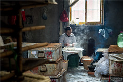 Hand-made Tofu (Qicong Lin(Kenta)) Tags: china light people color colour home make person nikon factory interior tofu chinese culture yunnan interest chine d600 jianshui coloris qiconglin