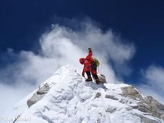 017-A un metre del Cim-Hans Wenzl (ferran_latorre) Tags: nepal summit alpinismo montaa makalu cumbre ferranlatorre cat14x8000 hanswenxl arjunvajpai boyanpetrov