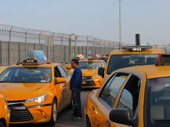 La Guardia Airport, NYC (Dan_DC) Tags: nyc newyorkcity blue yellow airport queens laguardia taxidriver lga cabdriver taxicabs yellowtaxi