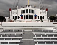 photo - Queen Mary (Jassy-50) Tags: california bench hotel boat photo ship queenmary longbeach artdeco cunard redwhiteblue streamlinemoderne cruiseline rmsqueenmary cunardwhitestar queenmaryhotel queenmaryhotelmuseum