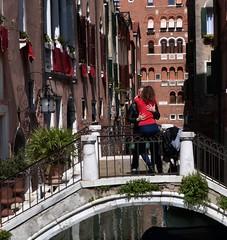 Love in Venice (fewpictures4u) Tags: bridge venice canal colours streetphotography embrace