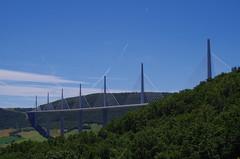 Viaduc de Millau (12) (FloLfp) Tags: france architecture montagne structure bleu route pont 12 autoroute nuage francia blanc millau viaduc aveyron hauban
