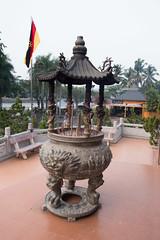 Chinese Buddhist incense burner (quinet) Tags: temple buddhism sarawak malaysia borneo kuching incense tempel bouddhisme encens 2015 buddhismus weihrauch