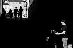 Nessun Dorma (MARKFREUDER) Tags: bw blancoynegro monochrome blackwhite opera fuji exterior santiagodecompostela fujinon monocromatico xt1 artistacallejero xf1855mmf284rlmois fujifilmxt1