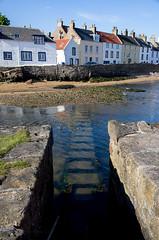 Stepping stones (Chalto!) Tags: anstruther eastnuek fife soctland shore coast harbour beach steppingstones