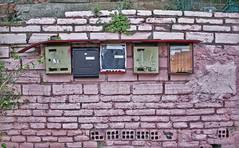 Spam/Correo basura (@Barcelona) (Santini1972) Tags: barcelona street pink brick ladrillo architecture facade mailbox calle spain arquitectura mail outdoor rosa neighborhood fachada barrio bizarre gipsy correo torrebaro