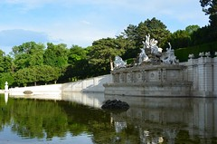 Schnbrunni pargis (anuwintschalek) Tags: schnbrunn vienna wien park reflection castle fountain loss landscape austria spring springbrunnen may neptunbrunnen schloss spiegelung frhling gloriette kevad viin 2013 18200vr purskkaev peegeldus d7k parkschnbrunn nikond7000