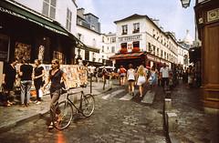 [Hyper tourist] Montmartre (Un ragazzo chiamato Bi) Tags: paris film rollei olympus montmartre flare 24mm reverse om zuiko f28 parigi pellicola om2n cr200