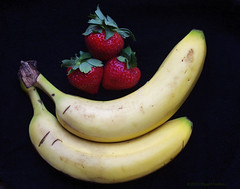 Berries and Bananas (smfmi) Tags: stilllife food fruit pentax strawberries bananas kx frohm